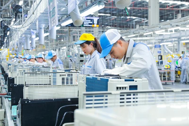 Chuyển đổi về con người trong sản xuất thông minh