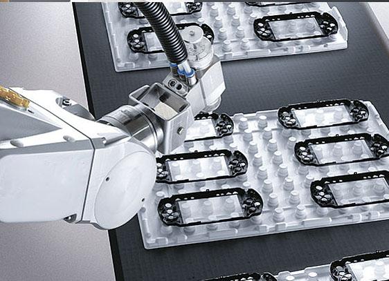 Ứng dụng của robot công nghiệp ngành sản xuất nhựa